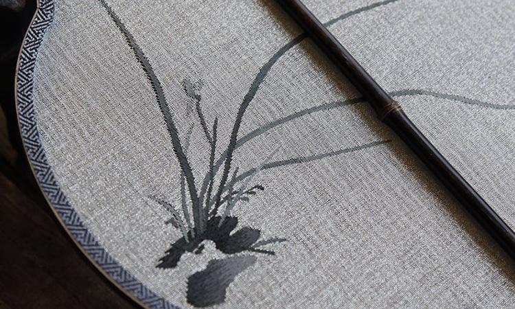 1.扇面--缂丝稀地水墨兰花图案-嗜闲居缂丝水墨兰花团扇