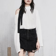 MO&Co./摩安珂女士长袖衬衫2018春季新品立领镂空挖肩织带开衩袖上衣女图片