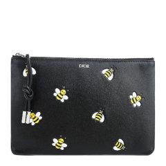 DIOR/迪奥 Dior X kaws联名限量款 林俊杰同款 中性黑色小牛皮蜜蜂LOGO嵌花大号手拿包图片