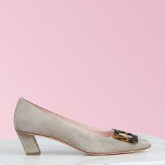 RogerVivier2020春夏新品 女士绒面小牛皮鞋面 Belle Vivier Turtle Buckle 高跟鞋图片