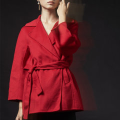 YAWANG CHEN/YAWANG CHEN女装>女士外套>女士大衣新品情人节礼盒装节日限定红色短款大衣图片