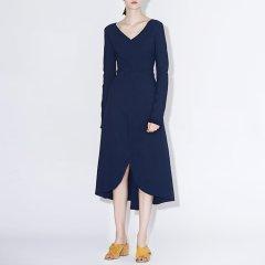 MO&Co.edition/MO&Co.edition针织连衣裙女春V领A摆中长一体成型EA171DRS306moco女士连衣裙图片