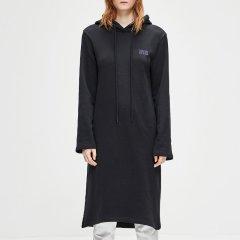 MO&Co./摩安珂女士连衣裙MOCO2018冬季新品假两件字母连帽卫衣连衣裙MA184DRS205图片