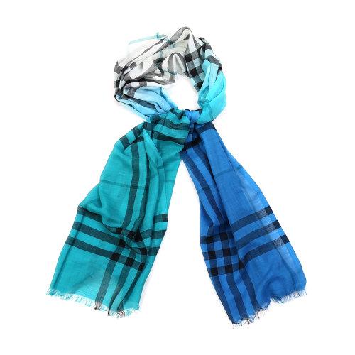 蓝绿色围巾搭配图片