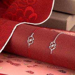 【爱马仕旗下艺术设计】shangxia/上下 相伴一生礼盒 幸运红绳相伴手链加桑蚕丝印花丝巾组合礼盒图片